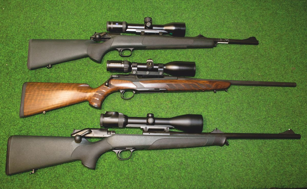 Die Testwaffen (von oben): Blaser R8 im Kaliber .222 Remington, Merkel RX Helix im Kaliber .308 Winchester sowie Blaser R8 im Kaliber .300 Winchester Magnum. Oft wird behauptet, Kaliber .308 Winchester sei eine ideale Wahl für die Jagd in Deutschland. Doch ist das so?