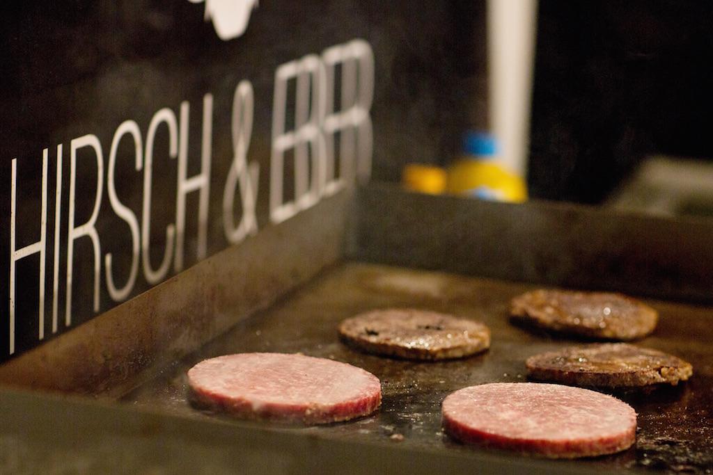 Nicht nur in Berlin ein Renner: die Burgerpatties aus Wildbret, zu 100 Prozent aus heimischen Revieren. ©Pauline v. Hardenberg