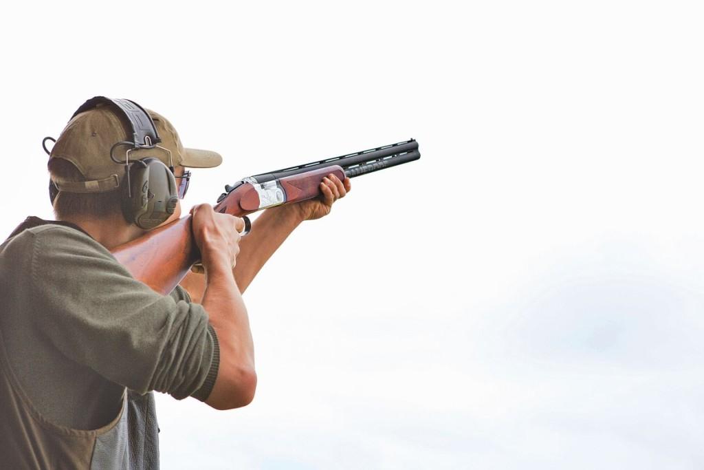 Das Schießen mit der Flinte trainiert die Hand-Auge-Koordination. Also, ab auf den Tontaubenstand! © Pauline von Hardenberg
