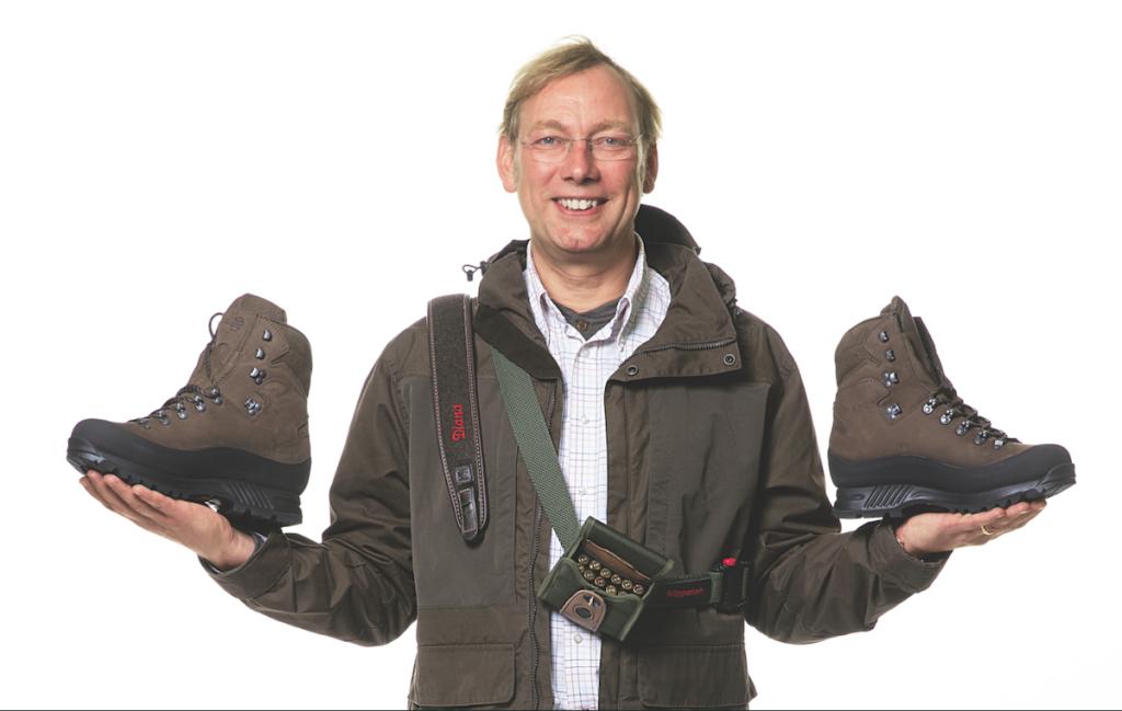 """BJÖRN  Alter: 49 Jahre Jagdschein seit: 2002 Reisemotivation: """"Gemeinschaftlich zu testen und darüber zu philosophieren."""" Produkte: Björn freut sich auf die Schuhe Ancash von Hanwag, den personalisierten Gewehrriemen und das Patronenetui mit Koppel von Niggeloh."""