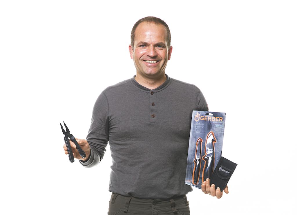 """HUBERTUS  Alter: 49 Jahre Jagdschein seit: 1984 Reisemotivation: """"Tagsüber jagen und am Abend gesellig zusammensitzen."""" Produkte: Hubertus hat die Produkte von Gerber dabei. Neben dem Messerset Myth Field Dress Kit ist auch das Multitool MP600 im rauen Praxistest."""
