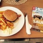 Gegrillte Burger bei bestem Wetter - Die VErsorgung stimmte!