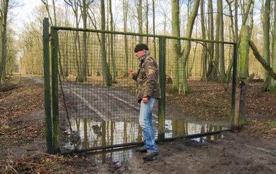 Zitat: Tom Mitschke vom Naturschutzbund NABU ist einem Jagdskandal auf der Spur. Ein Baron soll tausende von Wildenten für Jagd gegen Geld ausgesetzt und so ein Biosphärenreservat zerstört haben. ©Screenshot SWR/TV-INFO