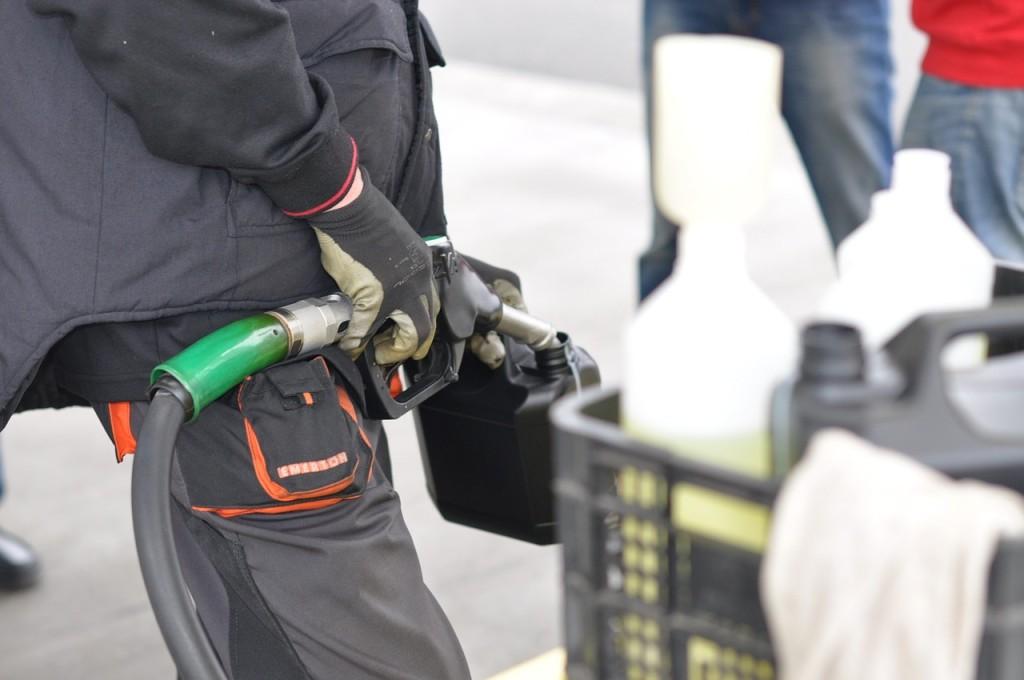 Treibstoff für Benzin-Kettensägen ©Pixabay