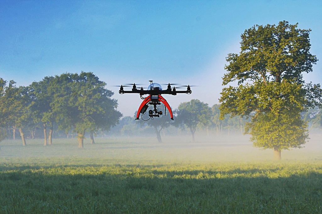 Drone Kitzrettung Ernte Jagd Sauen Schweine Video Drone