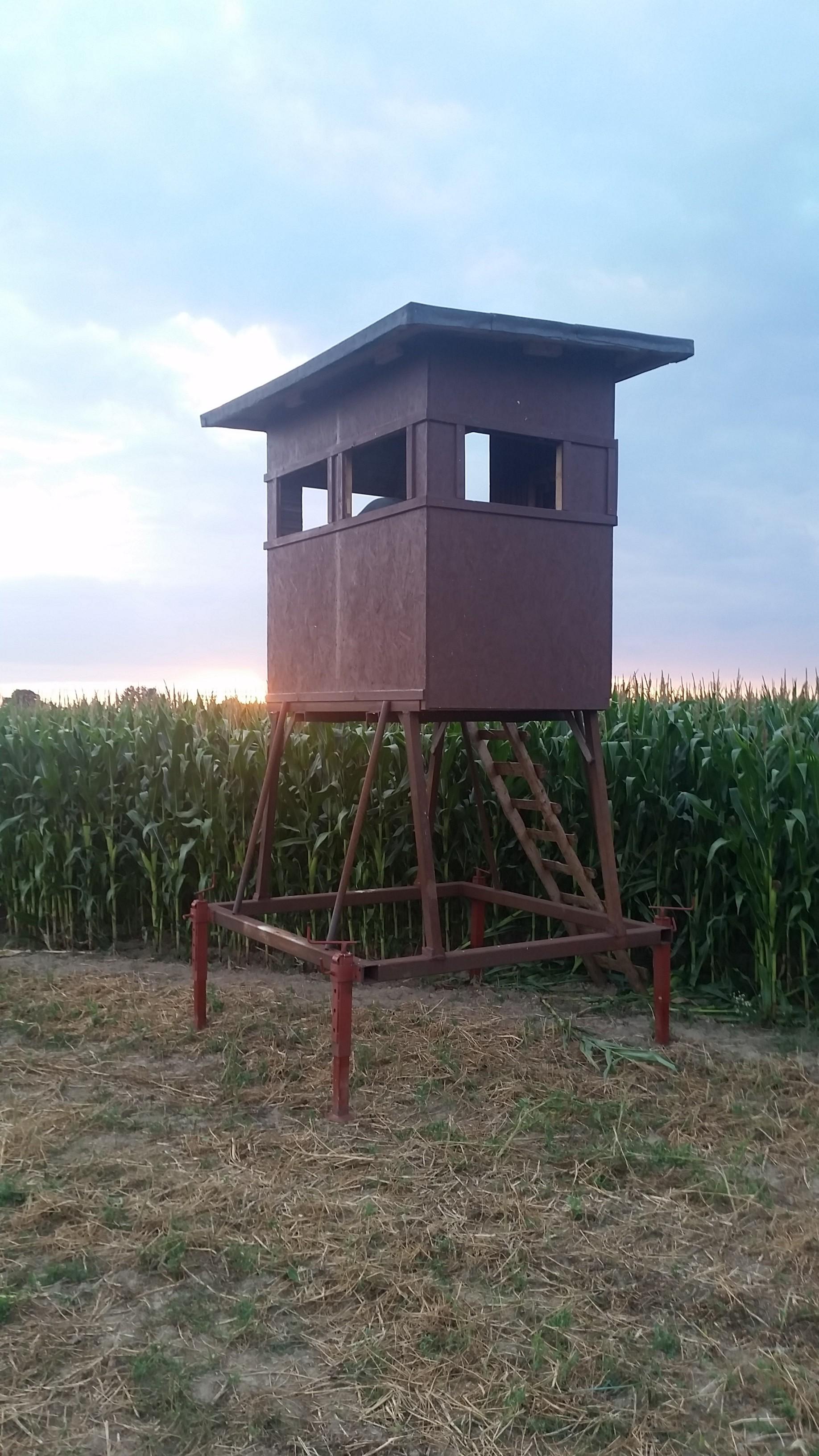 Diese Mobile Kanzel stellten wir auf in Mitten eines Mais Feldes. Wir sind gespannt auf den nächsten Mond!jaegermagazin wilddiebe reilmann jagdRapsernte Blattzeit