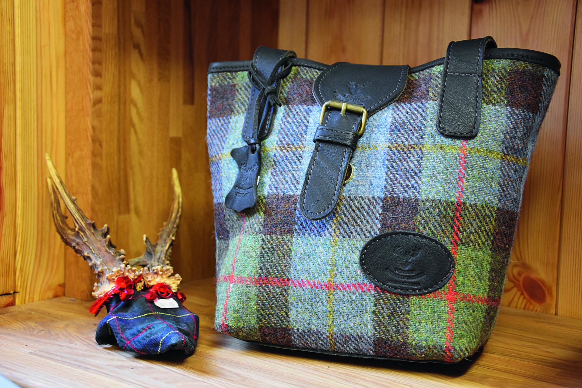 Handtasche jaegermagazin jagd Mike Robinson jagen Damwild Wildbret