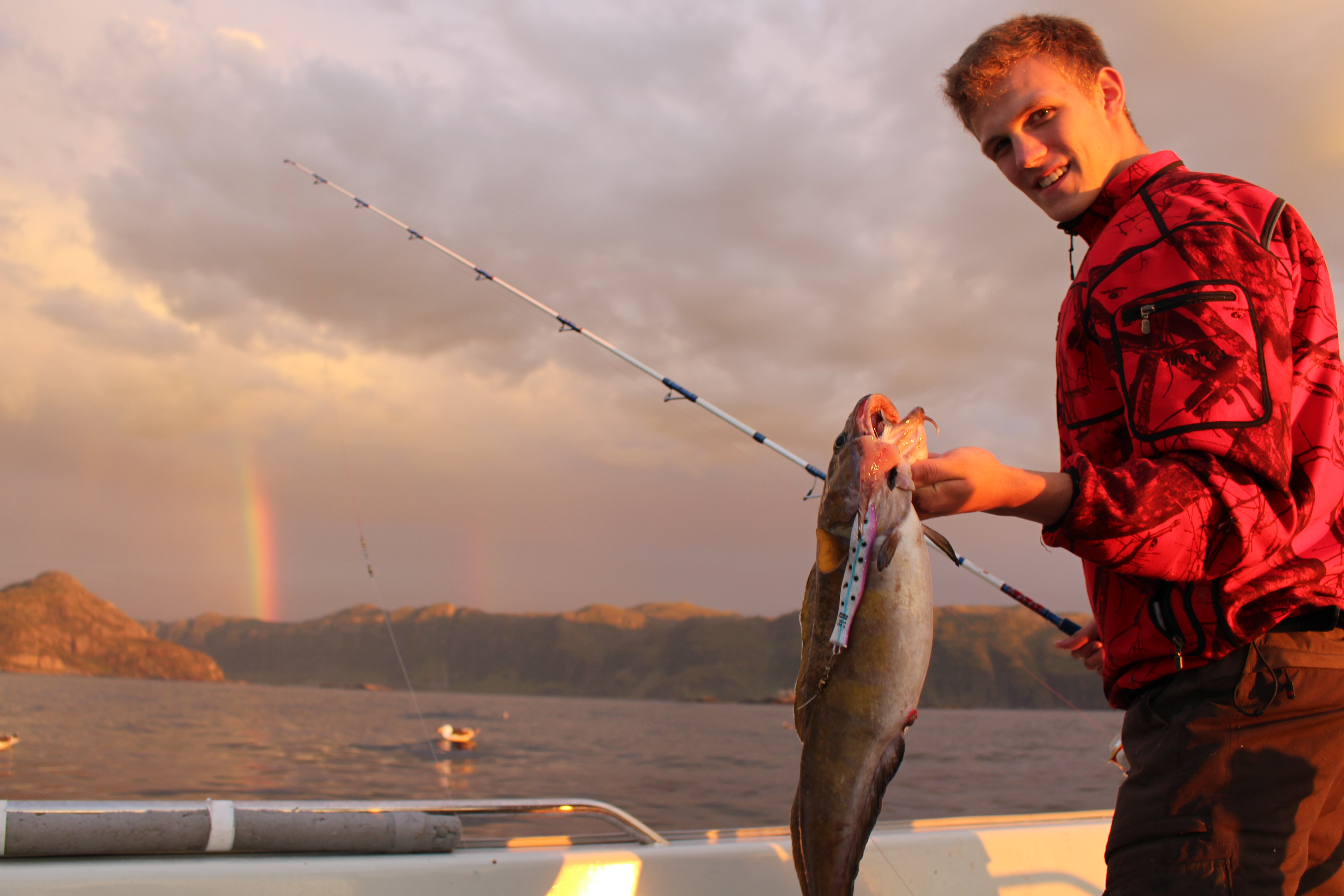 Gerold mit dem letzten Fisch des ersten Tages, bevor wir in den Hafen fuhren. jaegermagazin Wilddiebe Angeln in Norwegen