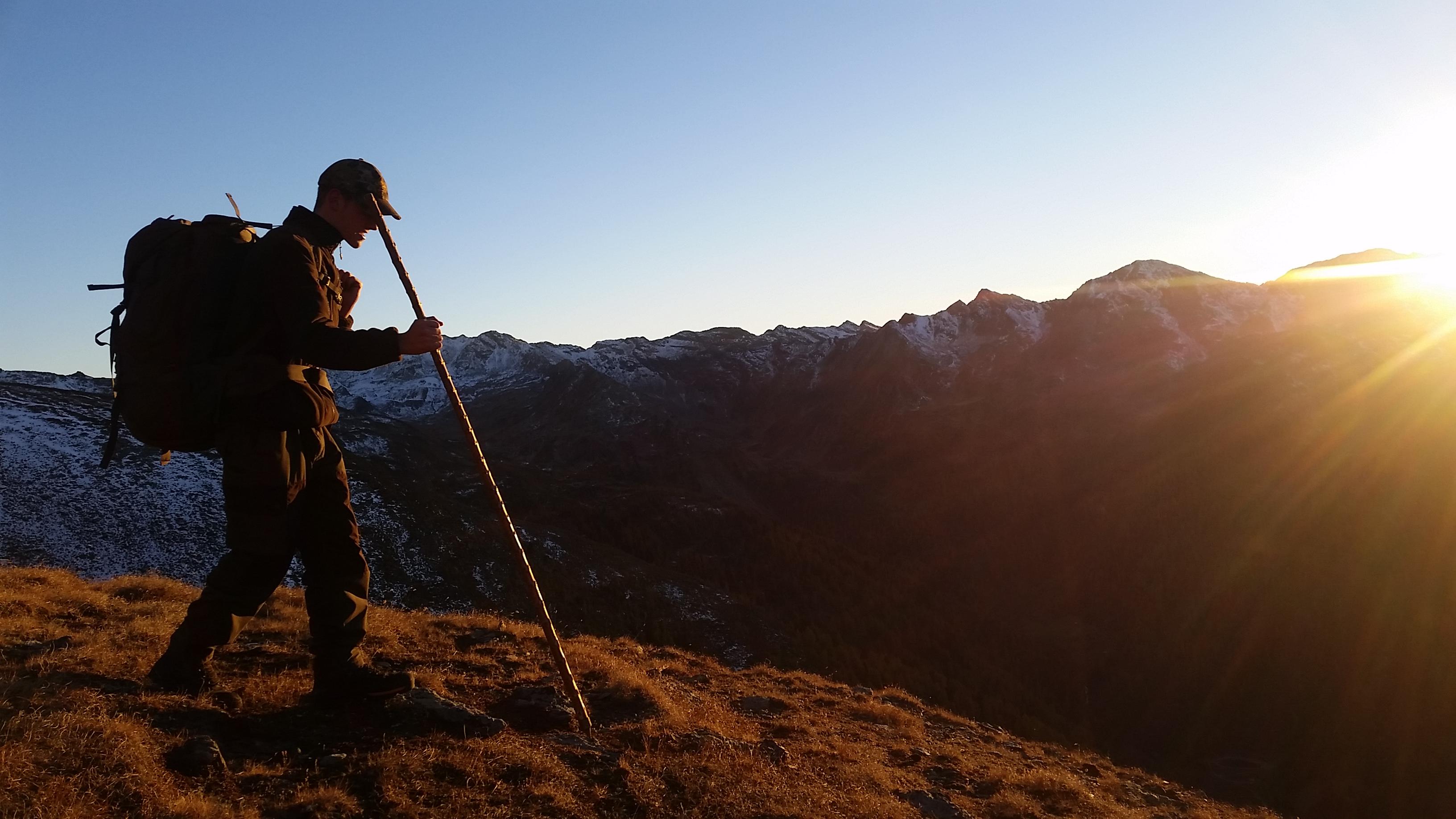 Bei Sonnenuntergang waren wir an der Berghütte mit Gams Jagd jagen jäger jaegermagazin Gamsjagd Wilddiebe