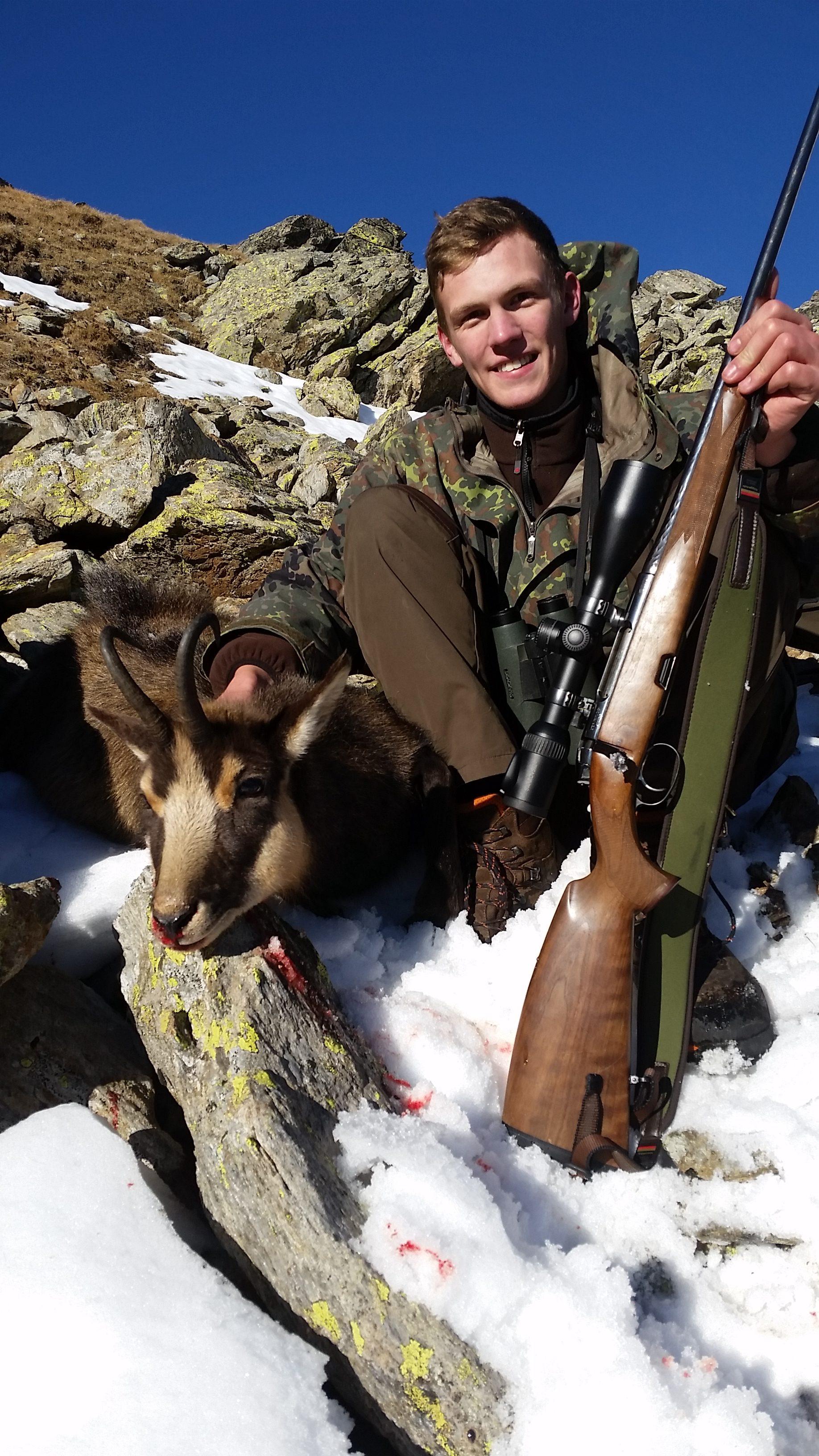 Der Gamsbock im Winterhaar soll zu einem Trägerpräperat verarbeitet werden. Eine tolle TROPHÄE! Jagd jagen jäger jaegermagazin Gamsjagd Wilddiebe