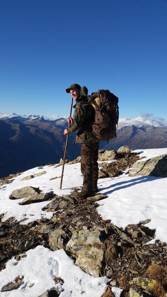 Glücklicher kann ein Erleger kaum sein! Jagd jagen jäger jaegermagazin Gamsjagd Wilddiebe