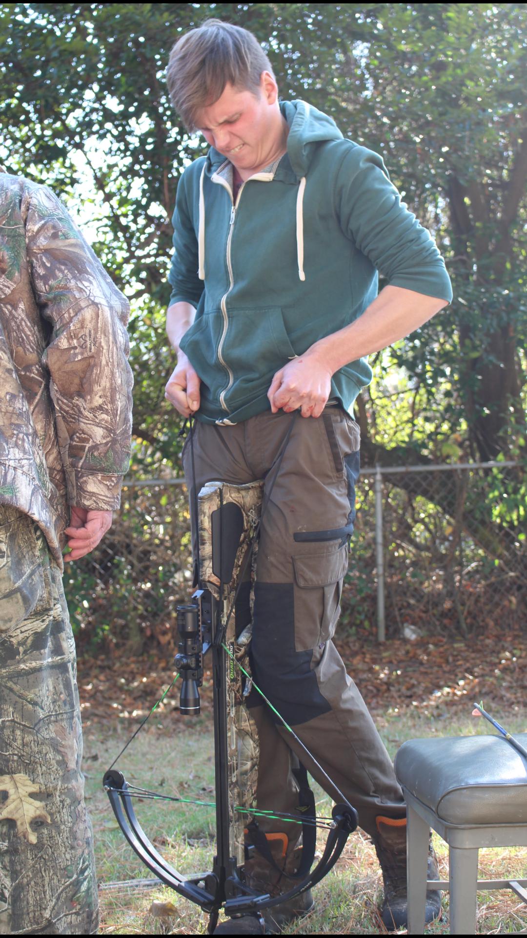 zum-zeitvertreib-stand-am-nachmittag-des-thanksgiving-tages-noch-armbrustschiessen-auf-dem-programm-jagd-jagen-jaeger-jaegermagazin-wilddiebe-lockjagd-mit-jeff-johnson