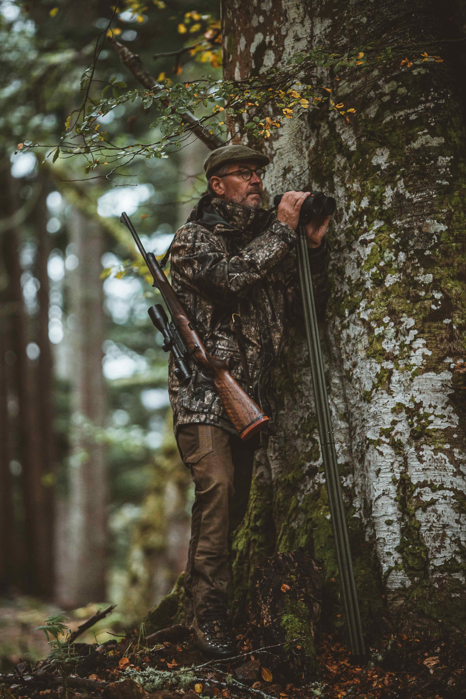 Die Pro Gamekeeper Jagdjacke von Deerhunter ist der perfekte tägliche Begleiter. Warum? Lesen sie selbst, was das Model ihnen bietet.
