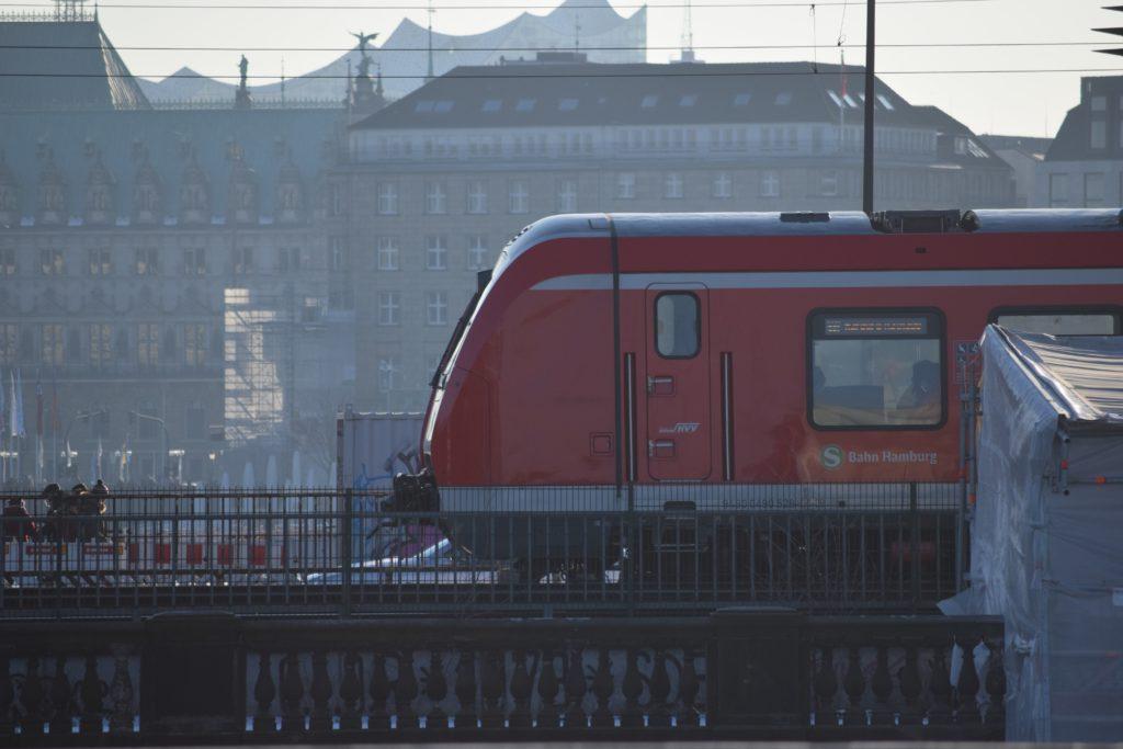 Jagdschein weg: Eine S-Bahn in Hamburg
